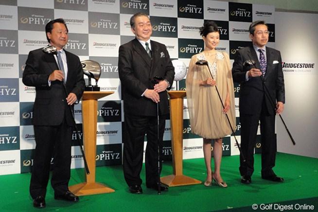 記者発表には倉本昌弘をはじめ、弘兼憲史、