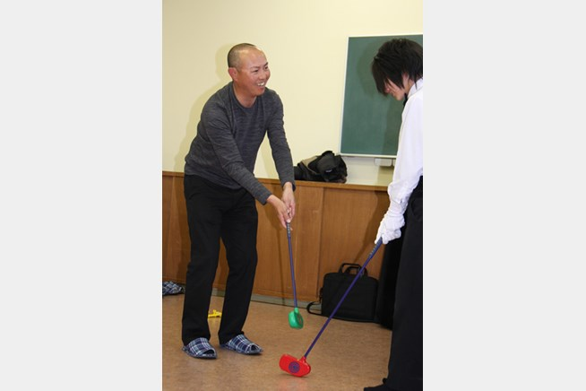 地元奈良県の児童養護施設を訪問し、笑顔を