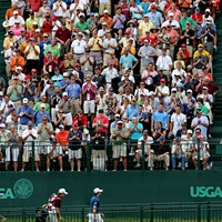 18番グリーンの横には大きなスタンドがある。ハーフターンするマキロイにギャラリーは大歓声を送った 2011年 全米オープン 初日 スタンディングオベーション