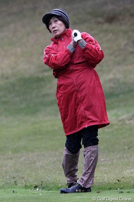 今日の寒さにはこのファッションが1番 2011年 伊藤園レディスゴルフトーナメント 初日 塩谷育代