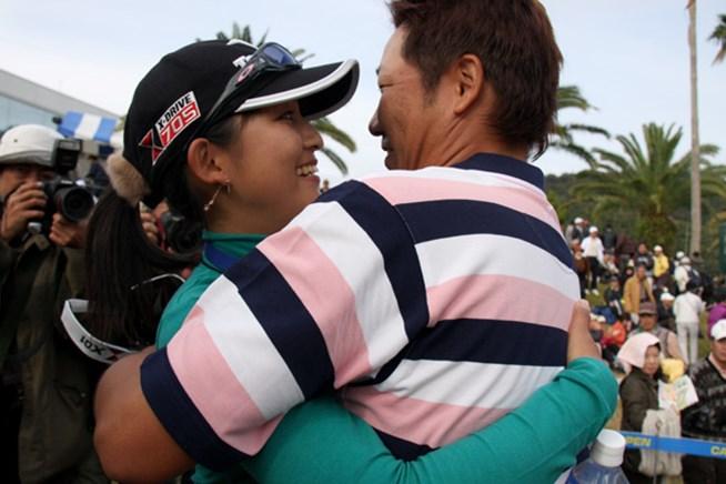 2012年も、高山忠洋と梢夫人の熱い抱擁