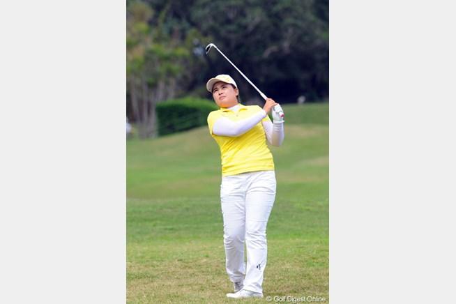 前年覇者の朴仁妃は首位に2打差。大会連覇