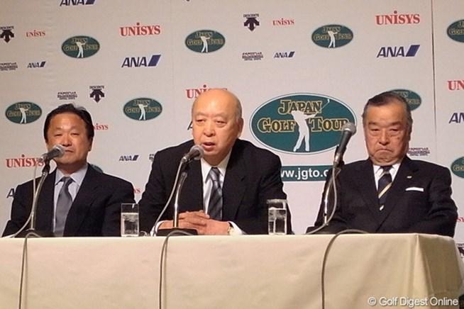 新会長に就任した海老沢勝二を中心に、倉本