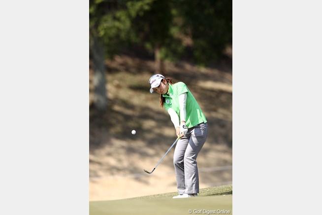 パーを拾う、粘りのゴルフで7位タイにつけ
