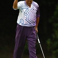 ナイスバーディで声援に応えます。久々にコブラ級のガッツポーズとか・・・パターを鞘に収めるポーズとか・・・見たいッス。 2012年 ダイヤモンドカップゴルフ 2日目 尾崎将司