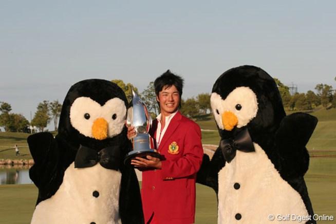 ツアー最年少優勝を果たした石川遼は表彰式